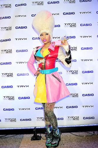Not again! - Nicki Ninaj needs to knock it off! She is not Lady Gaga and the more she tries to be the most ridiculous she looks! It isn't working!