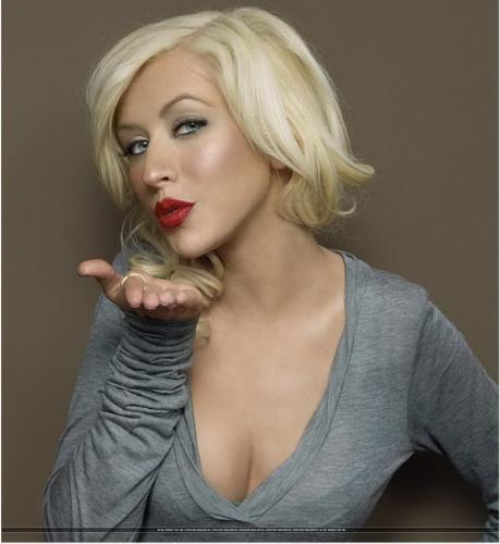 Christina aguilera - this is the pic of Christina aguilera she looks beautiful as always... n good songs of hers..