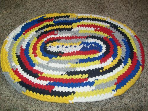 Toothbrush rug - this is a toothbrush rug that I made using t shirt strips. It's called a toothbrush rug because of the modified toothbrush used to make them.
