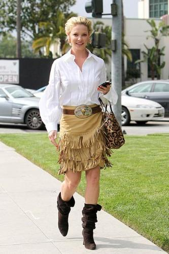 Kathrine Heigl - This out fit got a thumbs down by the fashion police. I like the blouse and skirt. The boots don't go with the outfit and neither does the leopard bag!