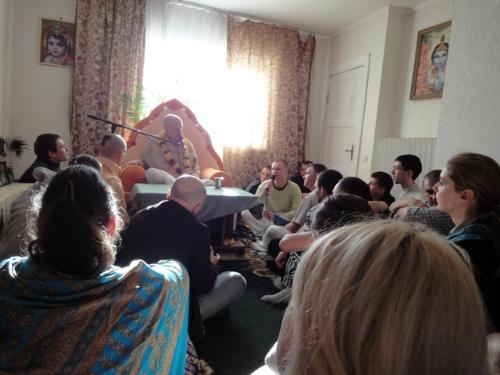 lecture on krishna in russia - devotees enjoying lecture on god krishna