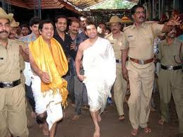 sachin as a devotee - going to a temple with traditional dress
