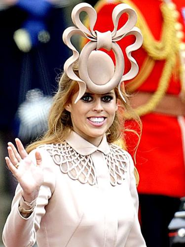 Prince Beatrice - OMG! This hat looks hideous that Beatrice wore to cousin Williams wedding! On top of the bad hat,she wore to much eye make-up! You can tell she got her fashion sense for mom! Sara Ferguson's taste in clothes is terrible!