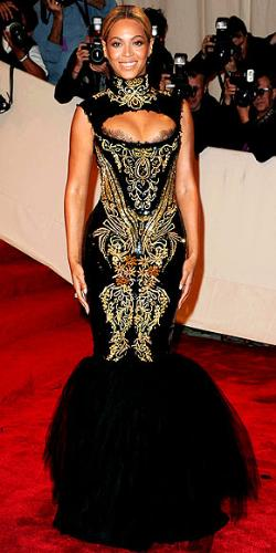 Beyonce - I didn't like this dress. First off I am not a fan of the 'mermaid' look! Not one of Beyonce's best looks!