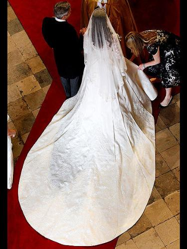 The Dress - This is back and top view of the back of Kate Middleton's Wedding dress! So beautiful!