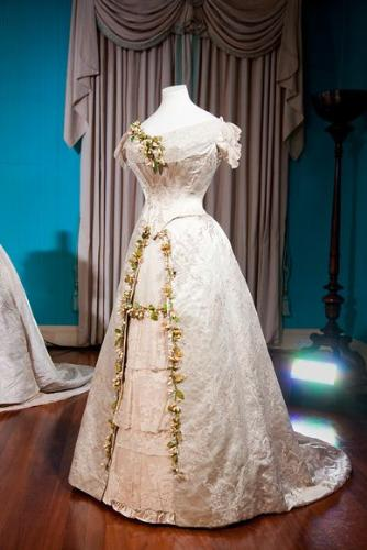 Royal Wedding dress - In 1892 Princess Mary of Teck worn this wedding dress when she married King George V. This dress and other royal wedding dresses are in a London museum.