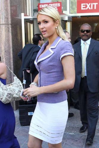 Paris Hilton - Paris Hilton is wearing a nice shirt