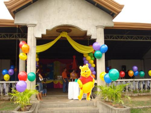 winnie the pooh themed 1st birthday party - the design of the venue for my baby girl's first birthday celebration