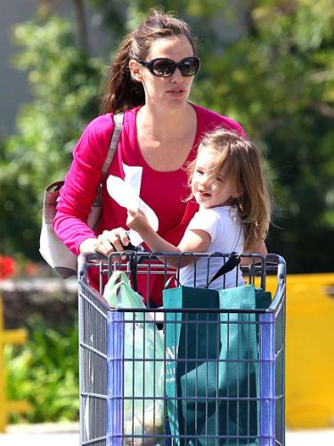 Jennifer Garner and younger daughter - Jennifer and her younger daughter Seraphina.