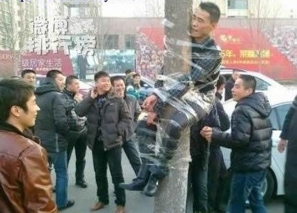 the most funny punishment - See,a thief was glued up to a wire pole!