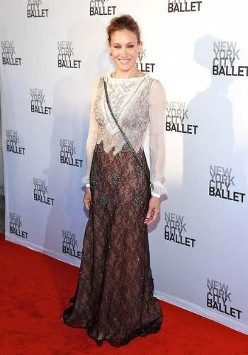 Sara jessica Parker - This dress looks over done with the 'sprinkles' and it not very colorful!