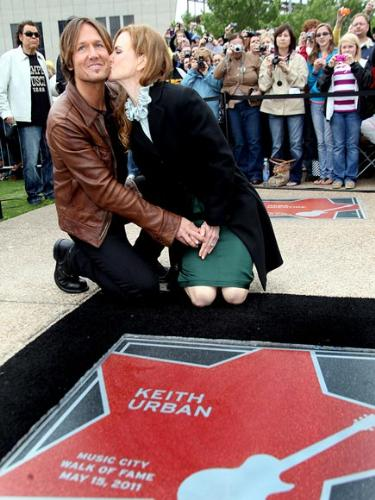 Keith and Nicole - Keith Urban recieving his star on the Nashville walk of fame! Wife Nicole gave him a kiss!
