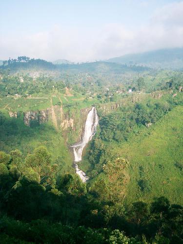 Bambarakanda waterfalls - Bambarakanda Waterfalls in Sri Lank