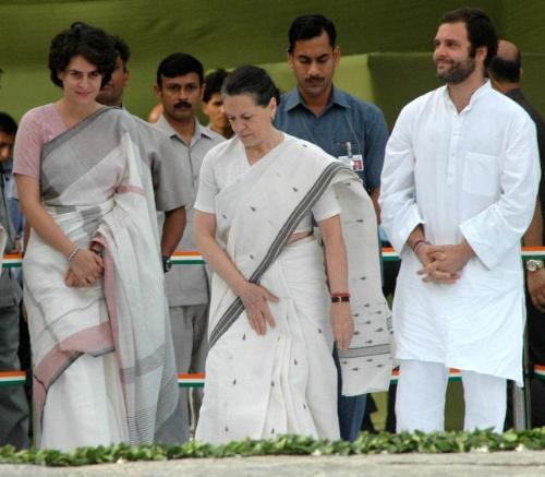 Rajiv Family - Rajiv gandhi family altogether paying homage