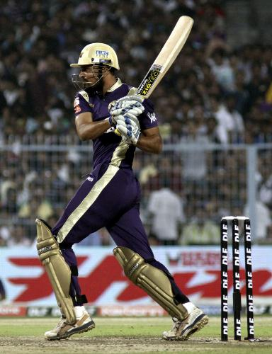 Yusuf Pathan - Yusuf pulls one during his knock