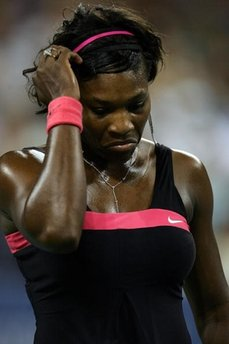 Serena Williams - Serena was wearing black with pink triping here.