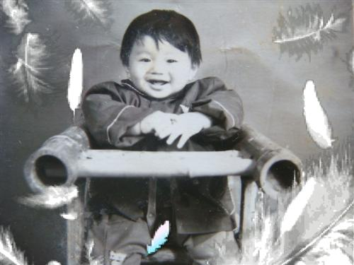 photo took in 1983 - the photo of my friend, it was took in 1983 when he was 8months old.  the photo, we would call us to remembrance our childhood, and find the much different now.  childhood is innocence and impressed.