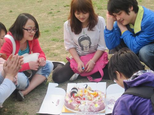 My friends and I - Today is a classmate ZhouHua birthday,everybody in the grass to eat birthday cake sing a birthday song.