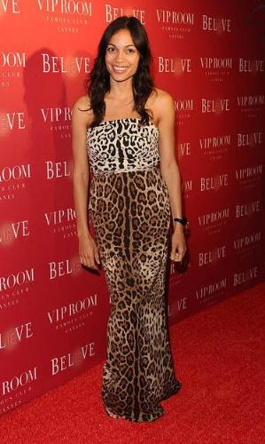 This doesn't work! - If the dress was all the same animal print it would work! Its two different animal prints! Fashion mistake!