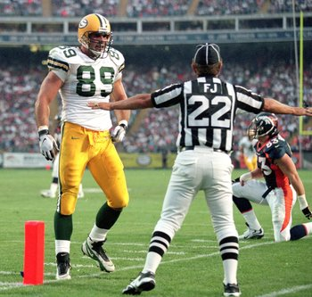 Mark Chmura - Chmura was one of Favre's favorite targets until the dumb @ss got involved in serving beer at a prom party to under age teens and some girl at the party charged him with rape. That didn't happen but this all led to Chmura never playing again in the NFL.
