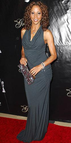 Holly Robinson-Peete - I don't like the dress! hate the dark color and it looks to tight on Holly!