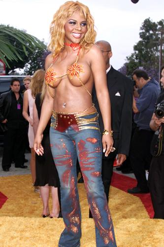 Oh Brother - Rapper Lil Kim at an award show. She has got ot be nuts!