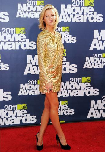 Brooklyn Decker - I don't like this dress! It is ugly! I have always hated this dress style!