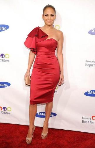 Jennifer Lopaz - JLo pulled off wearing a red dress! Thumbs up!