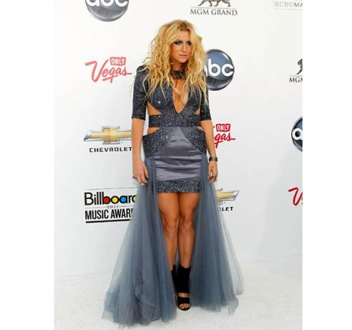Ke$ha - Not a good loook but it fits Ke$ha who's flambouyant!