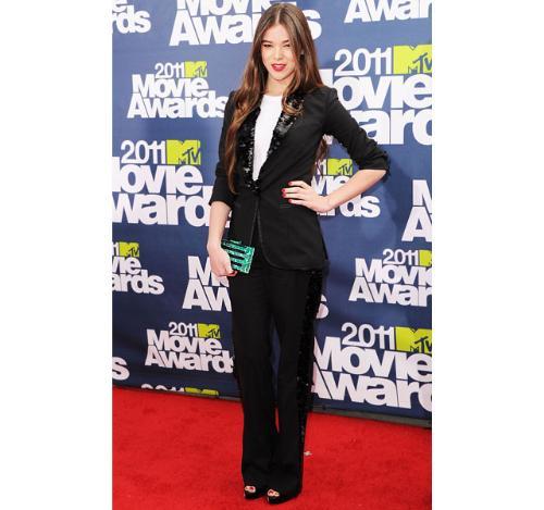 Hailee Steinfeld - Hailee looks so sophistated and grown up in this pant siut! Very nice!