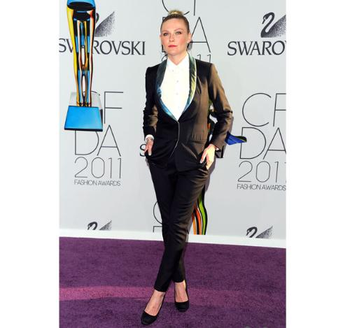 Kirsten Dunst - Hate the hair style. The suit is ok.