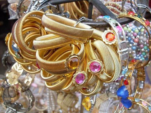 Imitation jewellery - Good and attractive jewellery