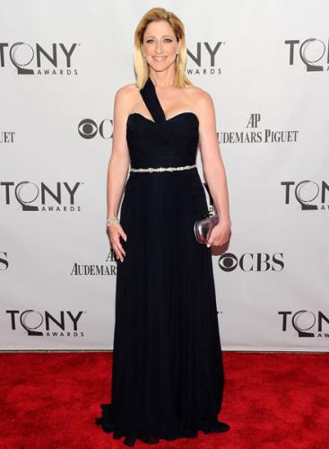 Edie Falco - Edie looks great in this dress she wore to the Tony's!
