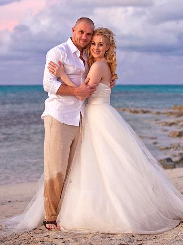 Kelly Picker - Kelly Pickler married in the Caribean. She and her husband elpoed after Kelly looked at the wedding list and realized she hated half the people!