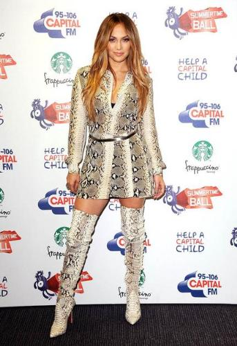 jlo - I like the 'snake' look on Jennifer Lopaz! I think it is cool!