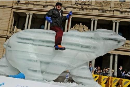Ice Bear - This guy craved a bear out of ice to get awerness to Golbal Warning!