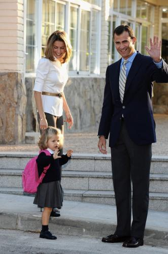 First Day Schooling - Most memorable moments for parents on their kids first day schooling!