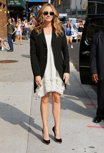 Julia Roberts - You can tell Julia is a mom! She is dressing like she doesn't have time to dress very fashionable anymore!