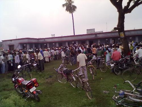 muzaffarpur tte form mob - muzaffarpur the long list of people The mob is crowded for getting the tte form