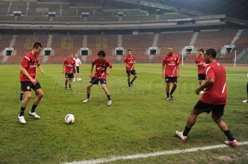 Gunners Training in Malaysia - Arsenal team members training in Malaysia