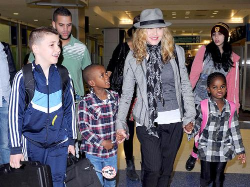 Madonna and her family - Mdonna with son Rocco,daughter Lourdous,son David and her other daughter who name I can't recall.