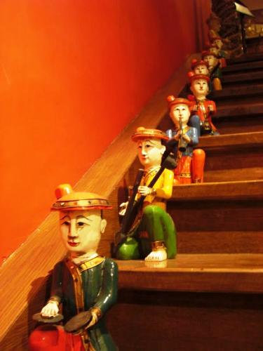 small people - small people statues on a staircase