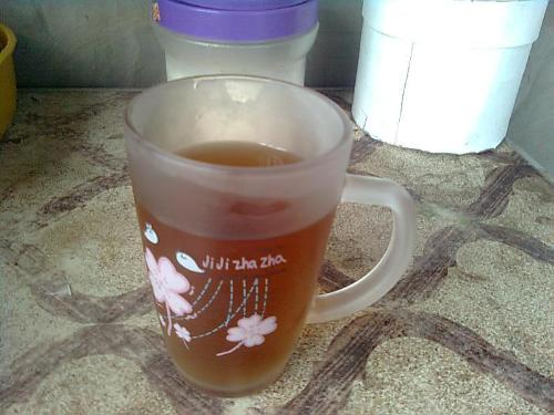 Iced Tea? No! - This is cola with the ice melted. The color turned pale and the taste has changed.