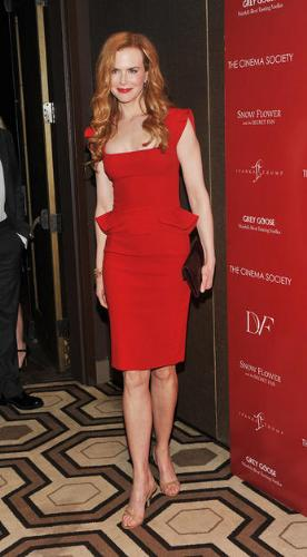 Nicole Kidman - I love the red dress she is wearing! Very pretty! She could of done better on the shoes though!