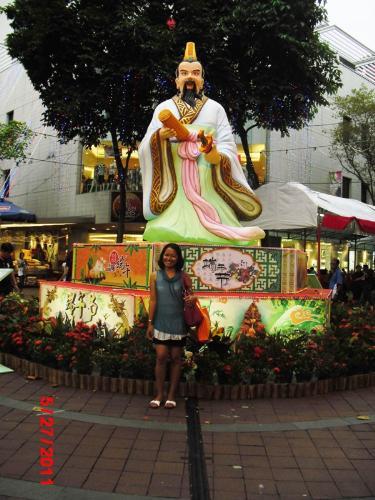 Statue - Statue behind Bugis Street