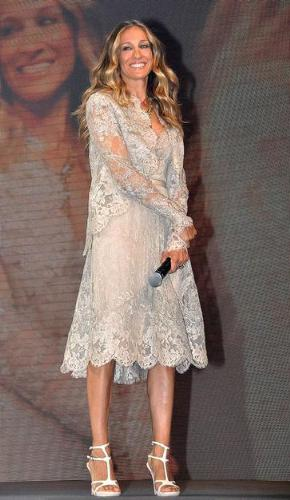 sarah Jessica Parker - She looks very pretty in this dress.