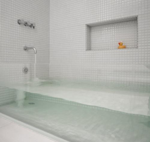 Bathtub - I wish I could get this awesome bathtub! it is so cool!