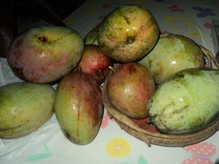 Apple Mangoes - Apple mangoes are best when eaten raw.