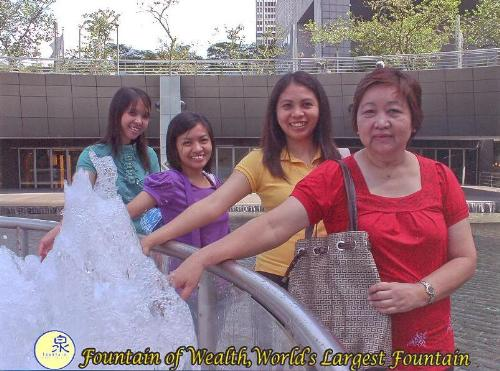 at largest fountain - at singapore's fountain of wealth