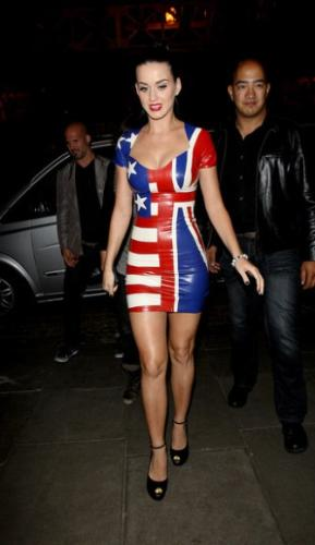 Katy Perry Flag Dress - Granted Katy Perry looks really hot in this dress!